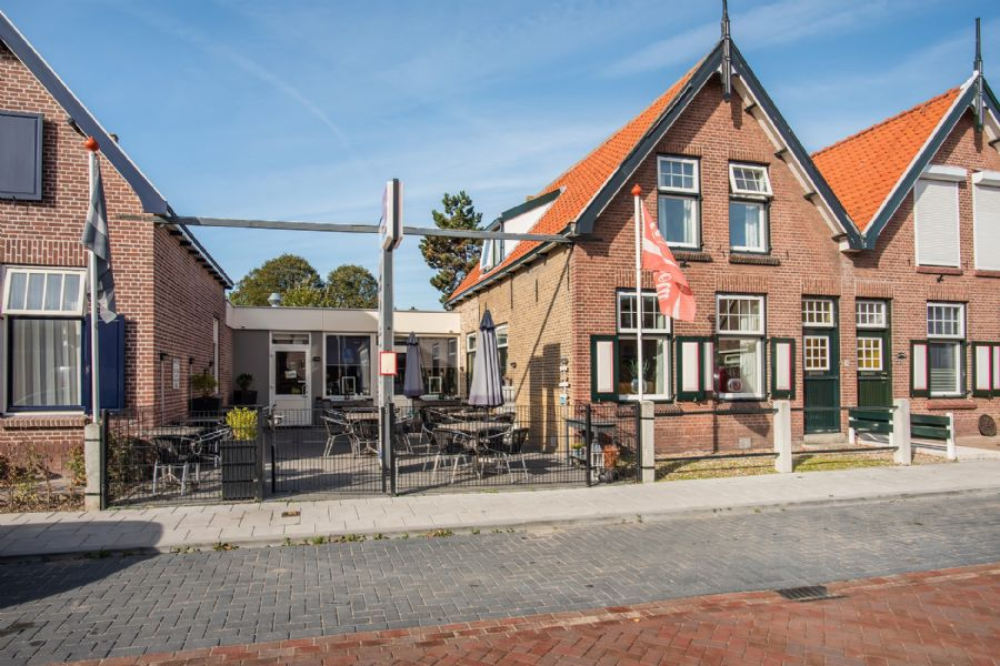 NIEUW TE KOOP Cafetaria met terras en woonhuis