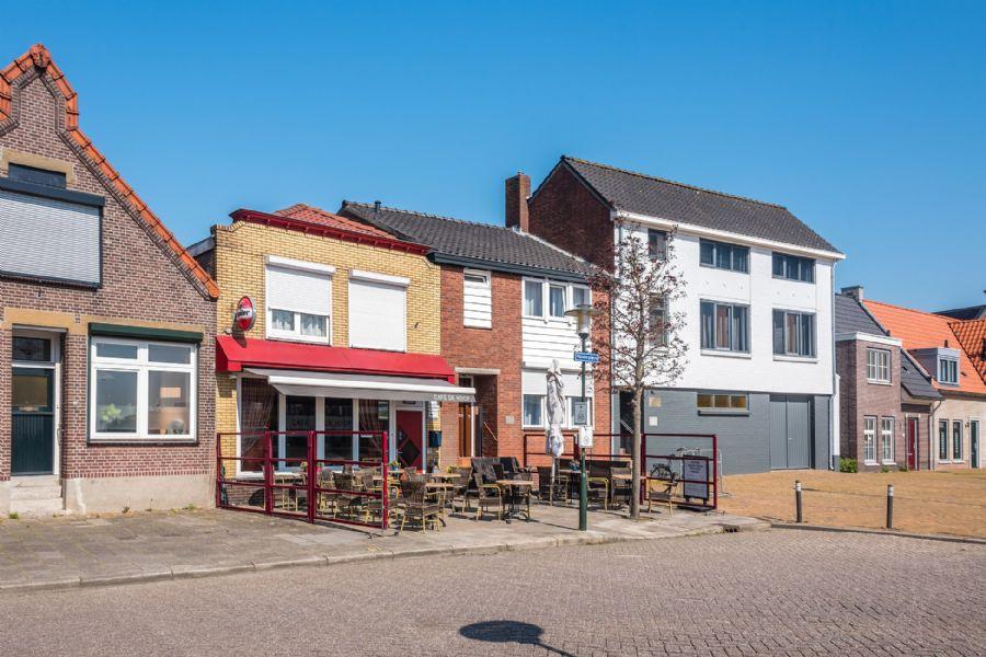 NIEUW TE KOOP (Eet)Café met terras en bovenwoning