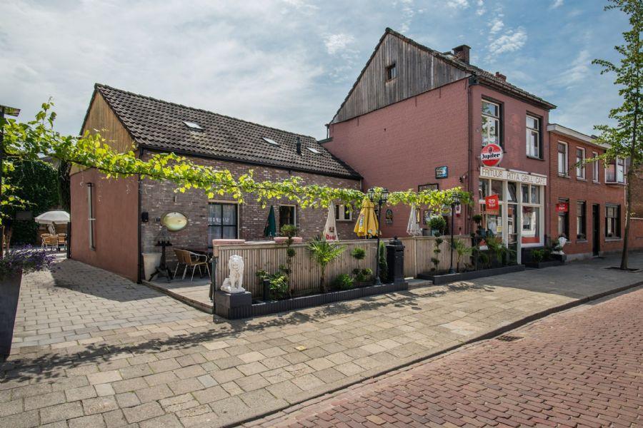 STERK IN PRIJS VERLAAGD Frituur, Pitta, Grillrestaurant met groot terras en woning