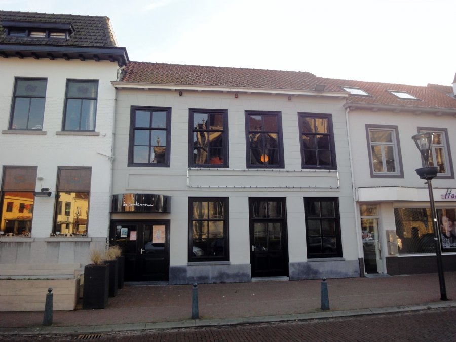 NIEUW TE KOOP Café-bar met terras