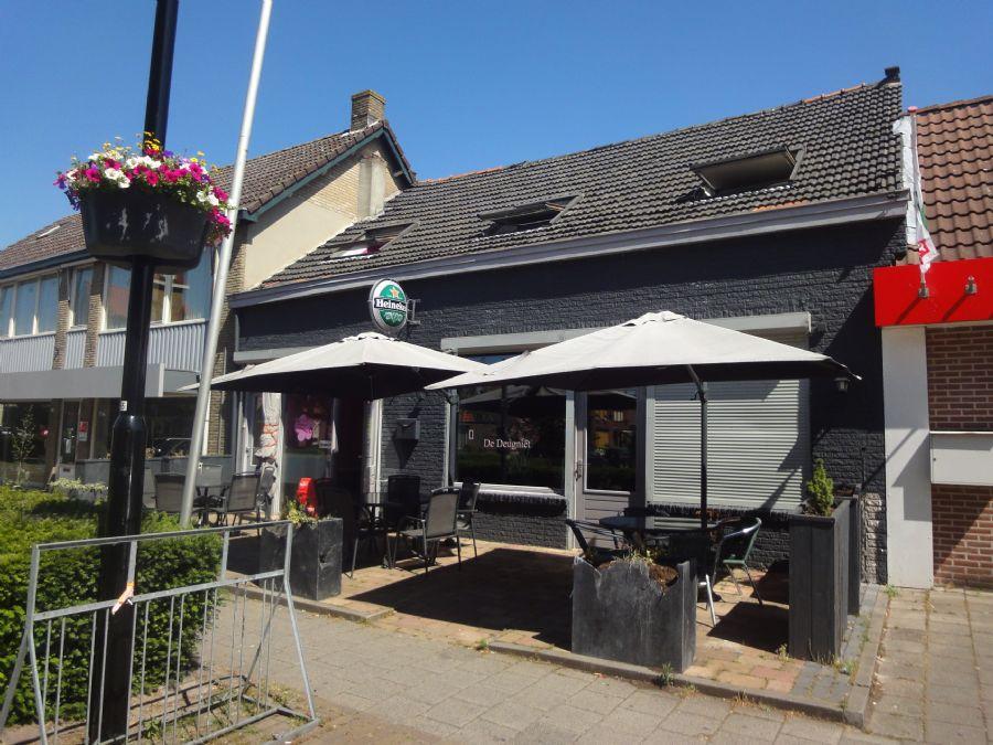 NIEUW TER OVERNAME: Café en Cafetaria met terras en bovenwoning