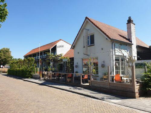 Hotel-Restaurant met terras en bovenwoning