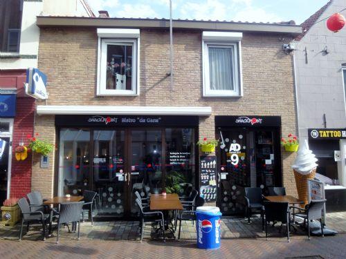 Cafetaria-Snackbar met terras en bovenwoning (verkocht)