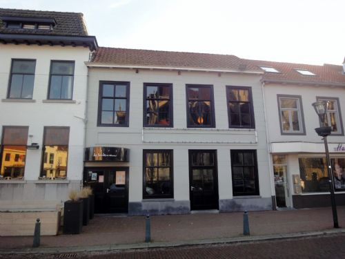 Café-bar met terras (verkocht)